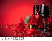 Купить «Два бокала вина, роза и свечка на красном фоне. День святого Валентина», фото № 652733, снято 28 декабря 2008 г. (c) Мельников Дмитрий / Фотобанк Лори