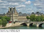 Купить «Вид на музей Лувр  (Louvre)», фото № 656621, снято 8 мая 2007 г. (c) Ирина Доронина / Фотобанк Лори