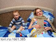 Купить «Молодая мама болеет и ребенок рядом», эксклюзивное фото № 661385, снято 15 января 2009 г. (c) Ирина Терентьева / Фотобанк Лори