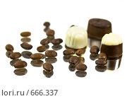 Купить «Шоколадные конфеты и кофе», фото № 666337, снято 21 января 2009 г. (c) Lina Kurbanovsky / Фотобанк Лори