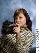 Купить «Портрет с фотоаппаратом», фото № 666697, снято 10 января 2009 г. (c) Дмитрий Тарасов / Фотобанк Лори