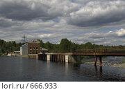 Купить «Вид на плотину и ГЭС. Карелия. пос. Игнойла», фото № 666933, снято 13 июня 2008 г. (c) Елена Прокопова / Фотобанк Лори