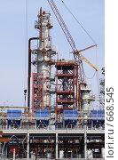 Купить «Строительство нефтеперерабатывающего завода», фото № 668545, снято 28 февраля 2008 г. (c) Ольга Хлудова / Фотобанк Лори