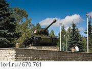 Купить «Памятник танку ИС2 в Нижнекамске», фото № 670761, снято 3 августа 2008 г. (c) Игорь Момот / Фотобанк Лори