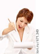 Купить «Разозлившаяся женщина с карандашом и блокнотом», фото № 671349, снято 29 июня 2008 г. (c) Raev Denis / Фотобанк Лори