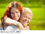 Купить «Мама с дочкой», фото № 671489, снято 15 июля 2008 г. (c) Raev Denis / Фотобанк Лори