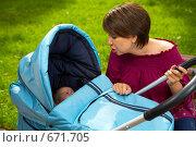 Купить «Заботливая мама», фото № 671705, снято 8 июля 2008 г. (c) Raev Denis / Фотобанк Лори
