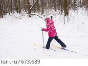 Купить «Маленькая девочка катается на лыжах», фото № 673689, снято 18 января 2009 г. (c) Ольга Полякова / Фотобанк Лори