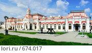 Купить «Железнодорожный вокзал в Екатеринбурге», фото № 674017, снято 22 сентября 2018 г. (c) Владимир Хаманов / Фотобанк Лори