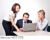 Купить «Коллеги: молодые бизнесмены в офисе», фото № 677773, снято 21 июля 2007 г. (c) Владимир Мельник / Фотобанк Лори