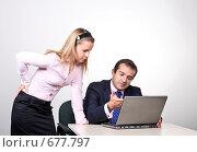 Купить «Коллеги: молодые бизнесмены в офисе обсуждают совместный проект», фото № 677797, снято 21 июля 2007 г. (c) Владимир Мельник / Фотобанк Лори