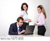 Купить «Коллеги: молодые бизнесмены в офисе», фото № 677833, снято 21 июля 2007 г. (c) Владимир Мельник / Фотобанк Лори