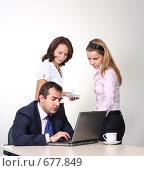 Купить «Коллеги: молодые бизнесмены в офисе», фото № 677849, снято 21 июля 2007 г. (c) Владимир Мельник / Фотобанк Лори