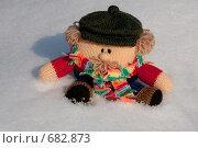 Купить «Вязаный мужичок на снегу», фото № 682873, снято 1 февраля 2009 г. (c) Марина Милютина / Фотобанк Лори