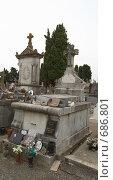 Купить «Кладбище возле замка Каркассон.Франция.», фото № 686801, снято 18 сентября 2008 г. (c) АЛЕКСАНДР МИХЕИЧЕВ / Фотобанк Лори