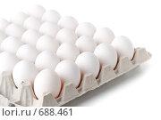 Купить «Белый  куриные яйца в картонной упаковке на белом фоне», фото № 688461, снято 13 декабря 2008 г. (c) Мельников Дмитрий / Фотобанк Лори