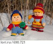 Купить «Вязаные дети на снегу», фото № 690721, снято 1 февраля 2009 г. (c) Марина Милютина / Фотобанк Лори