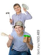 Купить «Отец и сын готовят вместе», фото № 693489, снято 7 февраля 2009 г. (c) Ольга Красавина / Фотобанк Лори