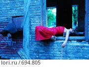 Купить «Девушка в красном», фото № 694805, снято 26 мая 2008 г. (c) Мария Виноградова / Фотобанк Лори