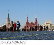 Купить «Люди на Красной площади. Москва», фото № 696673, снято 5 февраля 2009 г. (c) Юлия Подгорная / Фотобанк Лори