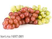Купить «Грозди красного и зеленого винограда на белом фоне», фото № 697081, снято 24 августа 2008 г. (c) Мельников Дмитрий / Фотобанк Лори