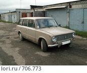 Купить «Старый автомобиль ВАЗ 2102», фото № 706773, снято 1 октября 2006 г. (c) Тарановский Д. / Фотобанк Лори