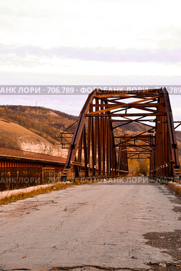 Купить «Заброшенный мост через реку Сок в г. Самара», фото № 706789, снято 22 октября 2008 г. (c) Возмилова Светлана / Фотобанк Лори