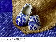 Купить «Ботинки в голландском стиле. Гжель», фото № 708241, снято 15 февраля 2009 г. (c) Анна Мегеря / Фотобанк Лори
