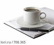 Купить «Бизнес-ежедневник со стоящей на нем чашкой кофе», фото № 708365, снято 11 января 2009 г. (c) Vitas / Фотобанк Лори
