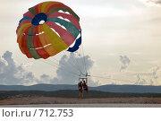 Купить «Девушки на парашюте», фото № 712753, снято 17 августа 2008 г. (c) Pukhov K / Фотобанк Лори