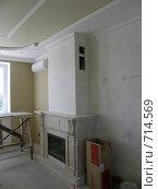 Камин в гостиной,обработанный мрамором (2008 год). Редакционное фото, фотограф Сергей Седых / Фотобанк Лори