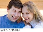 Купить «Молодая счастливая пара», фото № 715813, снято 22 сентября 2007 г. (c) Алексей Кузнецов / Фотобанк Лори