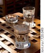 Купить «Два стакана с водой», фото № 720049, снято 17 мая 2008 г. (c) Биржанова Юлия / Фотобанк Лори