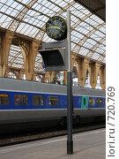 Купить «Часы на железнодорожном вокзале», фото № 720769, снято 23 августа 2008 г. (c) Александр Чернышёв / Фотобанк Лори