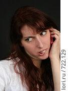 Купить «Кокетничающая девушка разговаривает по телефону», фото № 722129, снято 7 февраля 2009 г. (c) Наталья Белотелова / Фотобанк Лори