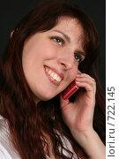 Купить «Девушка разговаривает по телефону с довольным выражением лица», фото № 722145, снято 7 февраля 2009 г. (c) Наталья Белотелова / Фотобанк Лори
