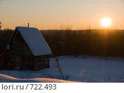 Купить «Избушка в снегу у леса на закате», фото № 722493, снято 22 февраля 2009 г. (c) Шахов Андрей / Фотобанк Лори