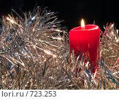Купить «Горящая красная свеча. Новогодняя тема», фото № 723253, снято 26 февраля 2009 г. (c) Кирпинев Валерий / Фотобанк Лори