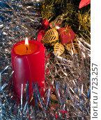 Купить «Горящая красная свеча. Новогодняя тема», фото № 723257, снято 26 февраля 2009 г. (c) Кирпинев Валерий / Фотобанк Лори