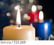 Купить «Три горящих свечи на темном фоне», фото № 723269, снято 25 февраля 2009 г. (c) Кирпинев Валерий / Фотобанк Лори