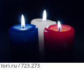 Купить «Три горящих свечи на черном фоне», фото № 723273, снято 25 февраля 2009 г. (c) Кирпинев Валерий / Фотобанк Лори