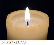 Купить «Горящая свеча на черном фоне», фото № 723773, снято 26 февраля 2009 г. (c) Кирпинев Валерий / Фотобанк Лори