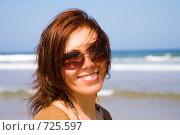 Купить «Портрет молодой девушки на морском берегу», фото № 725597, снято 11 июня 2008 г. (c) Алексей Кузнецов / Фотобанк Лори