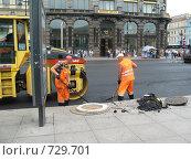 Купить «Укладка асфальта», фото № 729701, снято 13 июля 2008 г. (c) Светлана Кудрина / Фотобанк Лори