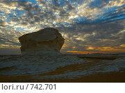 Купить «Закат в Белой пустыне, Сахара, Египет», фото № 742701, снято 26 декабря 2008 г. (c) Знаменский Олег / Фотобанк Лори