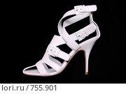 Купить «Белые женские туфли на каблуке», фото № 755901, снято 10 мая 2007 г. (c) Илья Лиманов / Фотобанк Лори