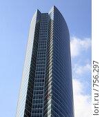 Купить «Офисное здание на фоне синего неба», фото № 756297, снято 25 сентября 2008 г. (c) Valeriy Novikov / Фотобанк Лори
