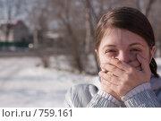 Купить «Девушка зажимает руками рот», фото № 759161, снято 14 марта 2009 г. (c) Яков Филимонов / Фотобанк Лори
