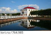 Петергоф. Вид на дворец Марли (2006 год). Редакционное фото, фотограф Литвяк Игорь / Фотобанк Лори