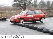 Купить «Спортивная машина на треке», фото № 765109, снято 25 февраля 2009 г. (c) Никончук Алексей / Фотобанк Лори
